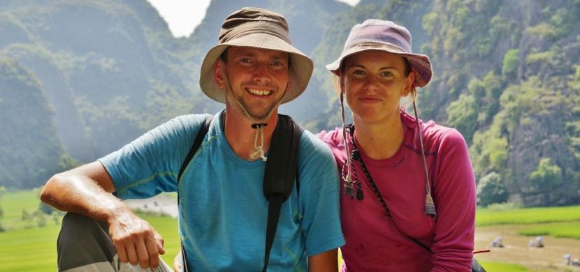 100 triků, jak přežít cestu okolo světa. Pozpátku kolem zeměkoule putovali Katka s Petrem